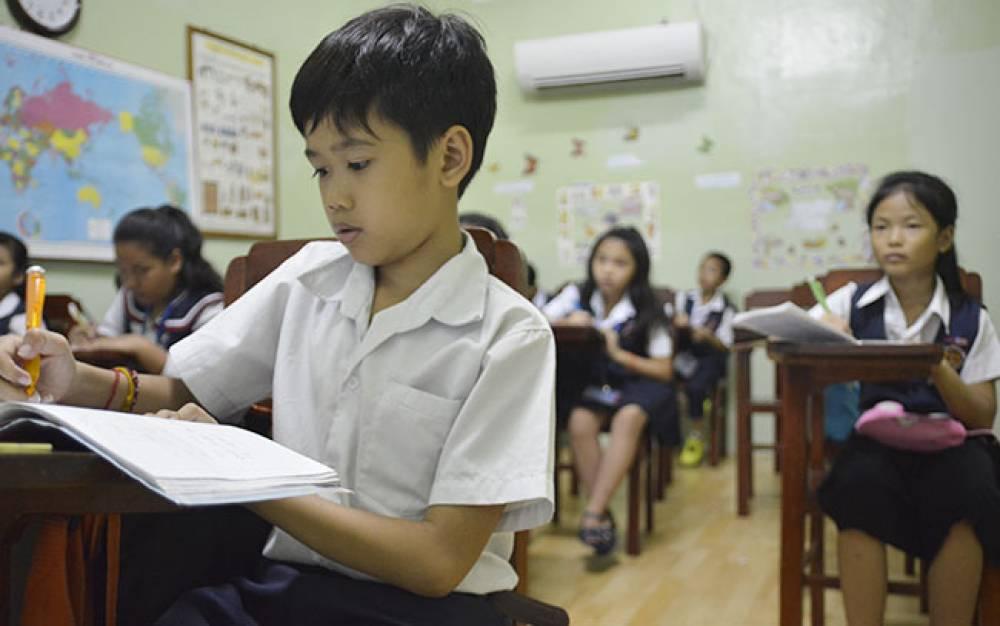 Khmer class studying